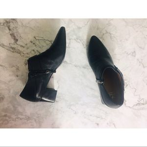 Aquatalia black leather ankle heels 7.5